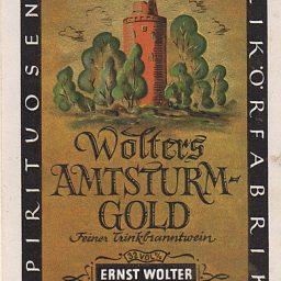 Altes Etikett für eine Brandweinflasche mit dem Schriftzug Wolters Amtsturm-Gold